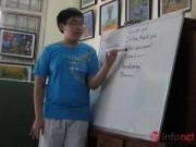 """Giáo dục - du học - Thầy giáo """"nhí"""" tự soạn giáo án, dạy miễn phí cho trẻ em khuyết tật"""