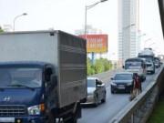 Tin tức trong ngày - HN: Đề xuất phạt nguội xe đón, trả khách đường trên cao