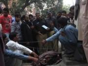 Pakistan: Tử hình bố ném đá con gái đến chết