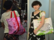 """Thời trang - Giải mã mốt túi """"cám Con Cò"""" sành điệu ở Nhật Bản"""