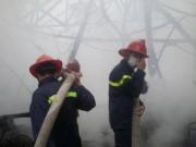 Tin tức trong ngày - HN: Cháy lớn tại kho chứa gỗ trên phố Pháo Đài Láng