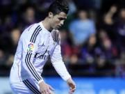 Bóng đá - Chạm hụt Ronaldo, fan nữ sướng rơn