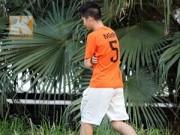 """AFF CUP 2014 - """"Fan cuồng"""" vào sân tập """"chôm đồ"""" của ĐT Việt Nam"""