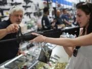 Tin tức trong ngày - Dân Mỹ đổ xô đi mua súng ngày Thứ Sáu Đen
