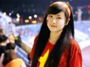 Bạn trẻ - Cuộc sống - Cô gái khóc tại giải U19 nổi bật cổ vũ ĐT Việt Nam