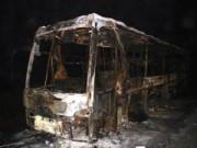 Tin tức trong ngày - 28 người hoảng sợ lao khỏi xe giường nằm bốc cháy