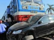 Video An ninh - Cố băng qua đường sắt, tài xế ô tô tử nạn