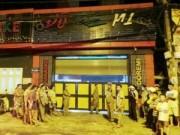 Video An ninh - Rơi trong tháng máy quán karaoke, một người chết thảm