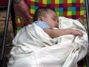 Tin tức trong ngày - Một bé trai bị bỏ rơi trên taxi trong đêm