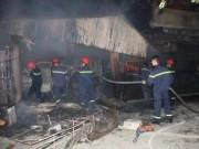 Tin tức trong ngày - HN: Cháy chợ Cầu Diễn, tiểu thương khóc than cả đêm