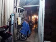 An ninh Xã hội - Bốn thanh niên bí ẩn mang xác người bỏ trong hẻm