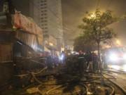 Video An ninh - HN: Cháy lớn chợ Cầu Diễn, tiểu thương than khóc cả đêm