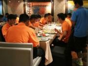 Bóng đá Việt Nam - Cận cảnh bữa ăn hạng sang của ĐTVN tại Malaysia