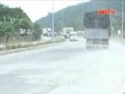 Video An ninh - Quảng Ngãi: Cầu vượt 200 tỷ vừa thông xe đã xuống cấp
