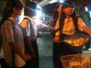 Giáo dục - du học - Học sinh hối hả đi học thêm ban đêm tại trung tâm