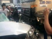 Tin tức trong ngày - Xe container mất lái đâm liên hoàn, 2 người tử vong