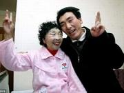 Bạn trẻ - Cuộc sống - Hạnh phúc của cặp đôi chồng kém vợ 32 tuổi