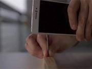 """Thời trang Hi-tech - """"Choáng"""" Oppo R5 có thể đóng đinh, ô tô đè lên vô tư"""