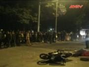Video An ninh - Hà Nội: Va chạm với xe tải, 2 người chết tại chỗ