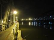 An ninh Xã hội - Bị công an truy đuổi, cặp đôi vứt xe nhảy sông Sài Gòn
