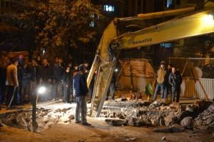 Tin tức trong ngày - HN: Lắp ống thoát nước, phát hiện quan tài chôn giữa đường