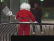 """Cười 24H - Clip: Giật mình với ông già Noel """"xã hội đen"""""""