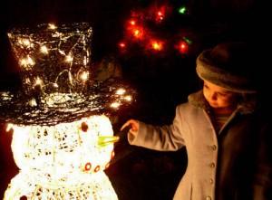 Công nghệ thông tin - 8 mẹo chụp ảnh đẹp lung linh đêm Noel bằng smartphone