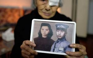 """Bạn trẻ - Cuộc sống - Cụ bà 93 tuổi được """"đoàn tụ"""" với chồng sau 77 năm chờ đợi"""