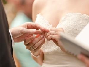 Đi đám cưới ngồi nhầm mâm, đút nhầm phong bì