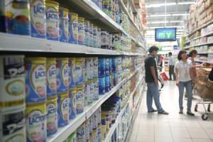 Thị trường - Tiêu dùng - Cấm quảng cáo sữa cho trẻ dưới 2 tuổi: Giá sữa sẽ giảm