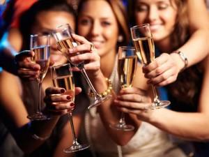 Sức khỏe đời sống - Cách uống rượu, bia ít gây hại sức khỏe trong kỳ nghỉ