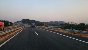 Tin tức trong ngày - Đã xử lý xong vết nứt đường cao tốc Nội Bài – Lào Cai