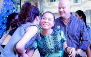 Sao ngoại-sao nội - Thu Minh khệ nệ bụng bầu đến mừng Trang Pháp