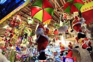 """Tin tức trong ngày - Ông già Noel """"nhảy dù"""" xuống... phố cổ Hà Nội"""