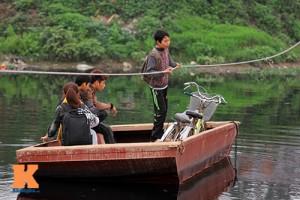 """Tin tức trong ngày - Hà Nội có thể cấm người dân """"đu dây vượt sông"""""""