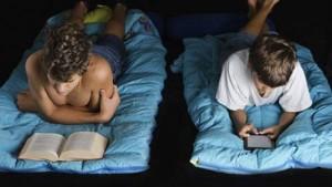 Sức khỏe đời sống - Máy tính bảng, máy đọc sách… gây mất ngủ