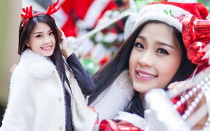 Thời trang - Á hậu Diễm Trang rạng rỡ đón Noel trên phố Hà Nội