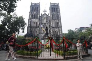 Tin tức trong ngày - Nhà thờ ở Hà Nội lộng lẫy trước đêm Giáng sinh