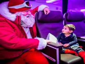 Sản phẩm mới - Ông già Noel bất ngờ xuất hiện trên trần máy bay