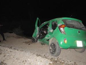 Tin tức trong ngày - Tàu hỏa tông taxi bay 50m, 3 người thoát chết kỳ diệu