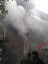 Tin tức trong ngày - Cháy lớn ở phố cổ: Giải cứu cháu bé 3 tuổi