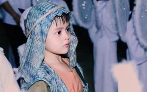 Phim - Con trai Thanh Thúy hóa mục đồng đáng yêu trong lễ Giáng Sinh