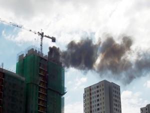 Tin tức Việt Nam - Cháy cần cẩu, nam công nhân mắc kẹt
