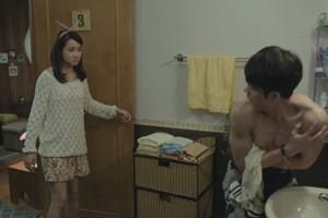 Phim - Mỹ nam Hàn lộ thân hình 6 múi trước hotgirl Việt