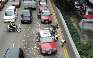 Tin tức trong ngày - Hong Kong bắt 2 kẻ hôi tiền trên đường cao tốc