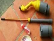 Video An ninh - Nam sinh thử súng cồn, đạn xuyên đầu bạn học