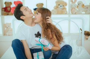 Bạn trẻ - Cuộc sống - Thơ tình: Tình yêu bắt đầu từ đâu