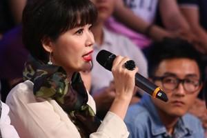 """Hoa hậu Thu Thủy bị công kích vì  """" chê """"  tiết mục nhạc đỏ"""