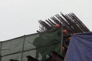 Sập giàn giáo: Đình chỉ công trình và nhiều cán bộ dự án