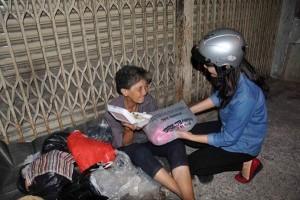 Tin tức trong ngày - Sài Gòn: Ấm lòng người mưu sinh trong đêm ngày cuối năm